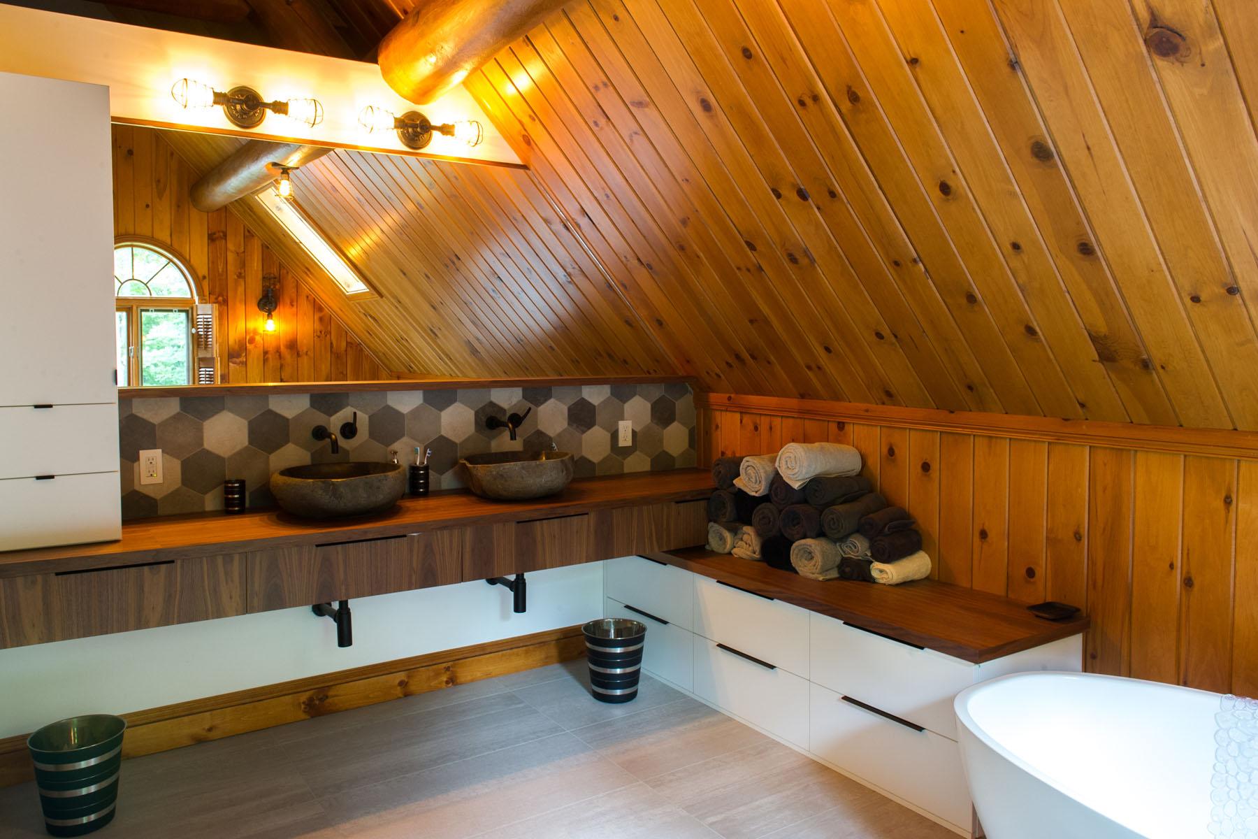 Rénovation maison bois rond bord de l\'eau | Kalla Cuisine Design
