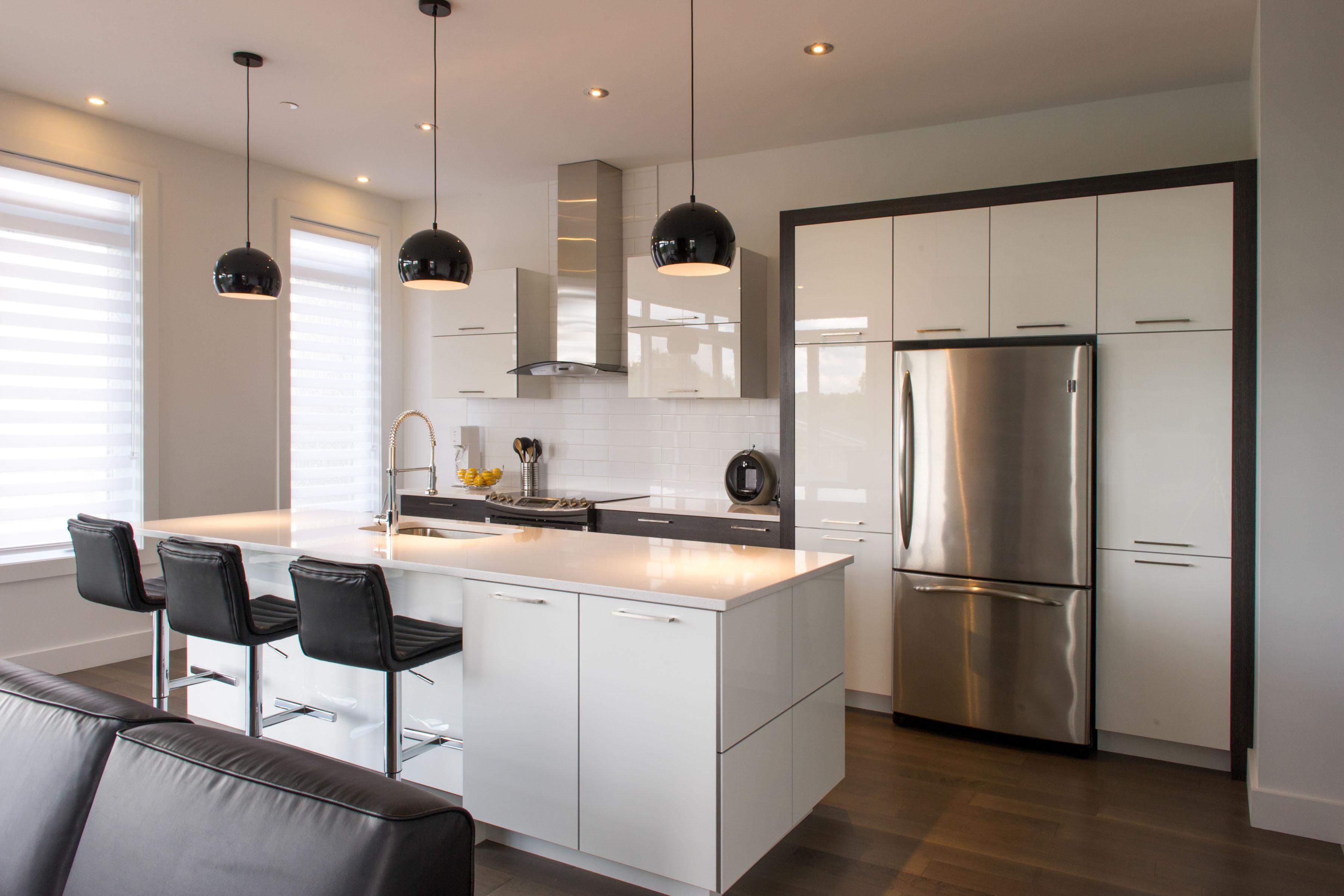 Condo moderne kalla cuisine design - Photo de cuisine design ...